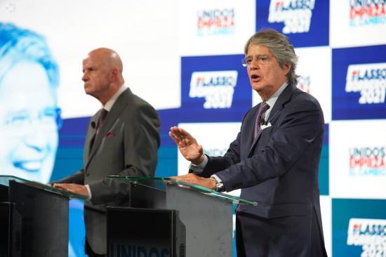 Guillermo Lasso inscribe su candidatura a la presidencia en el CNE