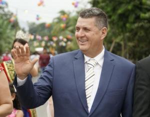 Alcalde de Bolívar no puede salir del país por investigación en su contra
