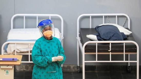Las muertes por COVID-19 son ya más de 966.000 en el mundo, 533.000 de ellas en América