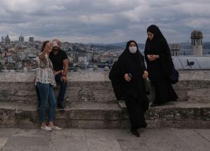 Turquía castigará con cárcel a positivos de COVID que mientan sobre contactos