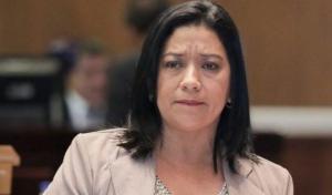 Juez ordenó arresto domiciliario y uso de grillete para la asambleísta manabita Karina Arteaga