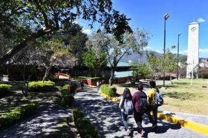 Universidades de Ecuador comienzan a preparar el regreso a las aulas