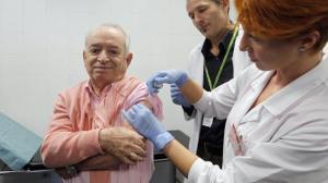 OMS pide priorizar ancianos, sanitarios y enfermos en campaña antigripe