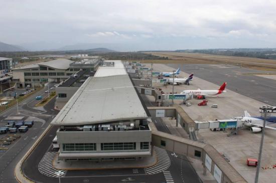 Aeropuerto de Quito recupera pasajeros y carga exportada desde junio