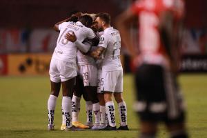 Liga de Quito golea 4 -0 a Binacional en ''Casa Blanca'' y sella su pasaporte a cuartos de final