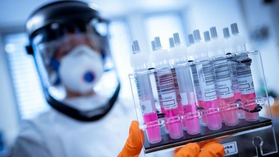 Falta de vacunación podría llevar a otra emergencia global, alertan expertos