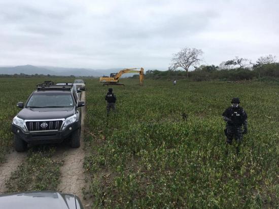 Destruyen pista clandestina donde hallaron una avioneta, en el sitio Cantagallo