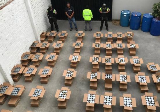 En Manabí decomisan una tonelada de cocaína en cargamento que iba a Europa