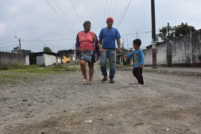 En el barrio El Carmen piden asfaltado y encajonar la zona de descarga de aguas servidas