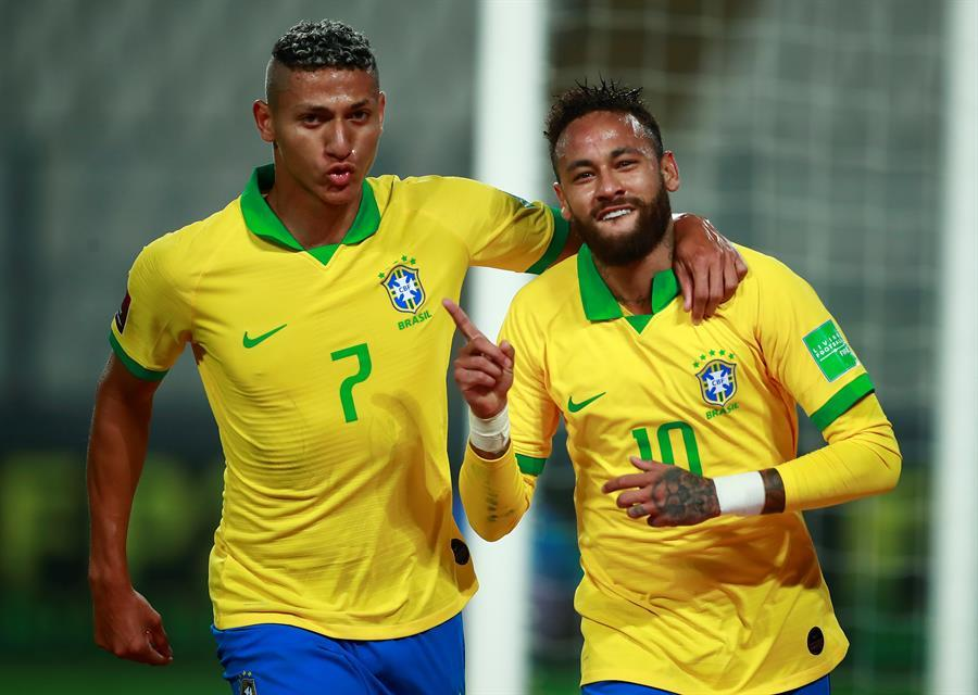 Brasil vence por 4-2 a Perú en el estadio Nacional de Lima, con un  Hat-Trick de Neymar