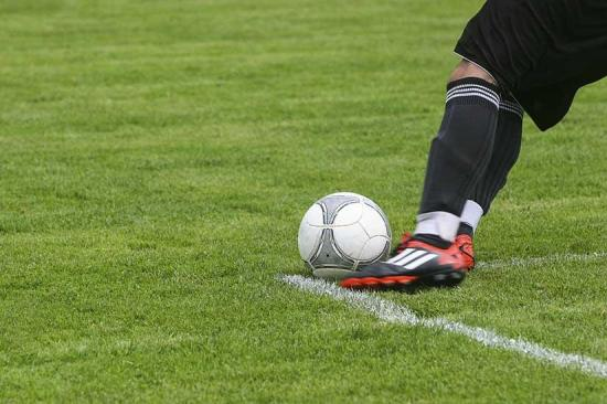 Aplazan un partido de fútbol en Brasil tras 17 jugadores hospitalizados