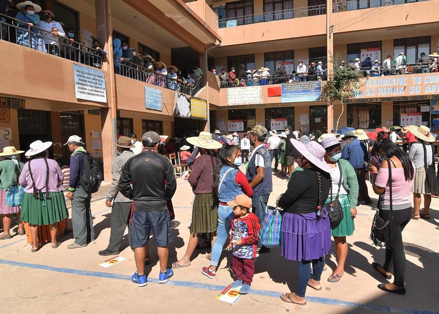 Los bolivianos comienzan a votar para elegir presidente y nuevo Parlamento