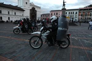 Fuerzas de seguridad dispersan con gas lacrimógeno manifestación en Quito