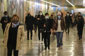 Decenas de manifestantes en Chile desafían silencio electoral del plebiscito