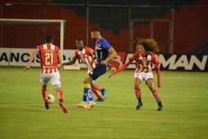 Técnico Universitario y Delfín empatan por 1-1 en el estadio Bellavista de Ambato