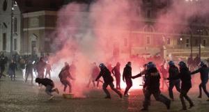 Protestas y enfrentamientos en varias ciudades de Italia contra los cierres