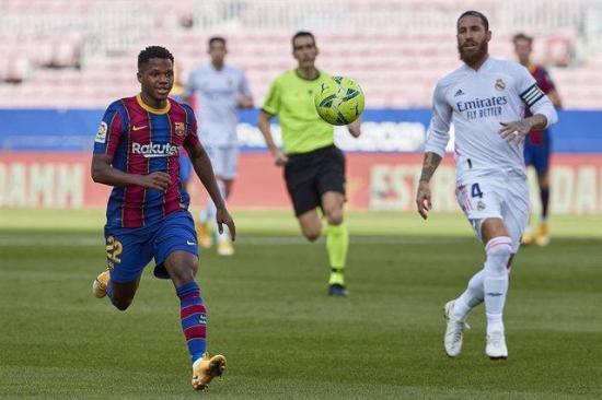 El Barcelona estudiará los audios arbitrales previos al penalti en el Clásico