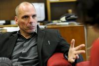 Varufakis demandará a la empresa española que espió a Assange en la embajada