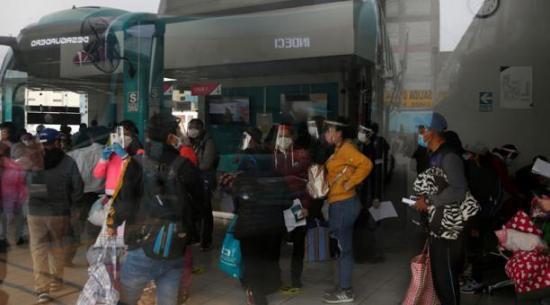 Perú extiende toque de queda y prohibición de reuniones hasta noviembre