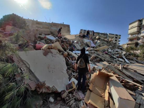 Terremoto de 6,8 grados deja 4 muertos y 152 heridos en Esmirna, Turquía