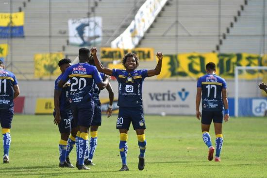 Delfín vence 4-2 a Liga de Portoviejo en el Clásico Manabita número 57