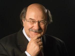 Chile celebra ocho décadas de Skármeta, el novelista de la eterna sonrisa