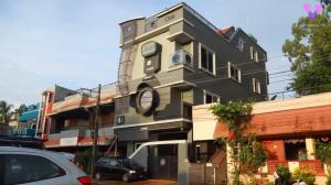 Un hombre cumple su sueño de tener una casa con forma de cámara de fotos