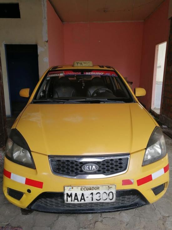 PORTOVIEJO: Ladrones se llevan un taxi que estaba estacionado en la avenida 15 de Abril