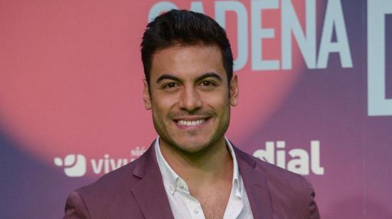 Carlos Rivera no podrá presentar los Latin Grammy tras contacto con covid-19