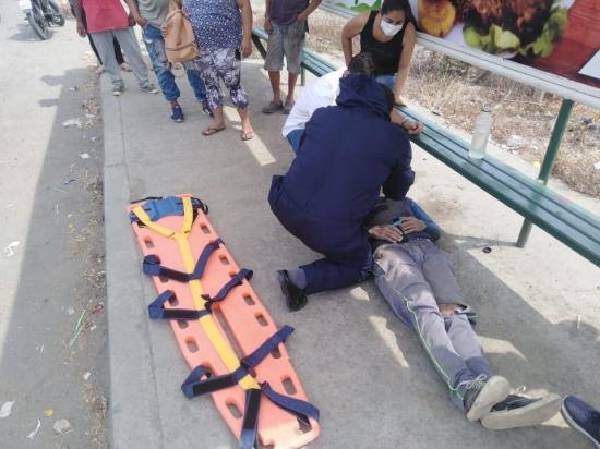 TOSAGUA: Hombre queda herido tras el impacto de una camioneta