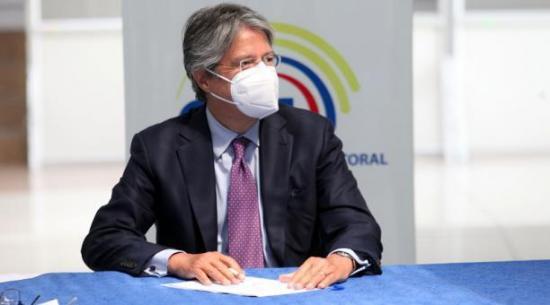 Guillermo Lasso aboga por bajar impuestos al presentar campaña