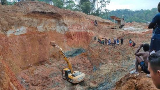 Ascienden a 5 los muertos tras deslizamiento de tierra en una mina ilegal de Esmeraldas