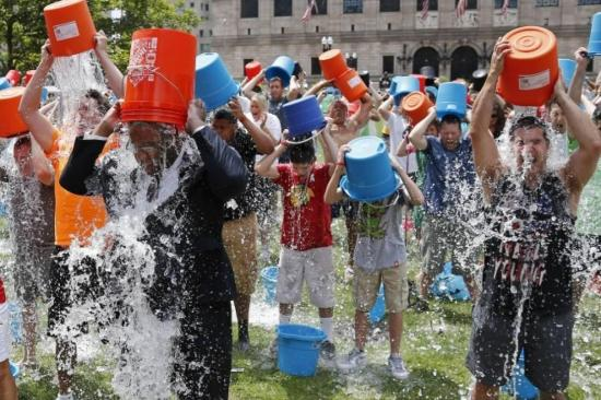 Muere Pat Quinn, cofundador el popular desafío del balde de hielo