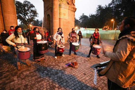 Un ritual sonoro busca que no se olvide a las víctimas de femicidio en Ecuador