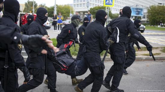 Decenas de detenidos en Reino Unido durante varias marchas contra las restricciones