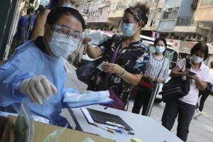 El Gobierno de Hong Kong entregará unos 650 dólares a quienes den positivo por coronavirus