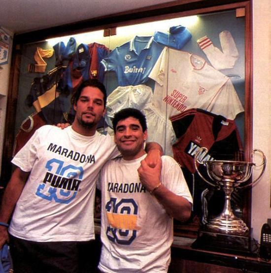 El puertorriqueño Ricky Martin lamenta la muerte de Maradona