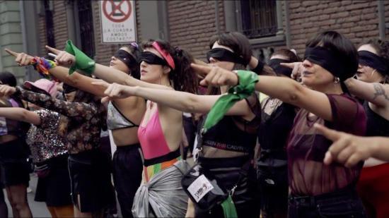 Chile conmemora el primer año del himno feminista ''Un violador en tu camino''