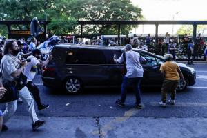 Los restos de Diego Maradona llegan al cementerio para el último adiós
