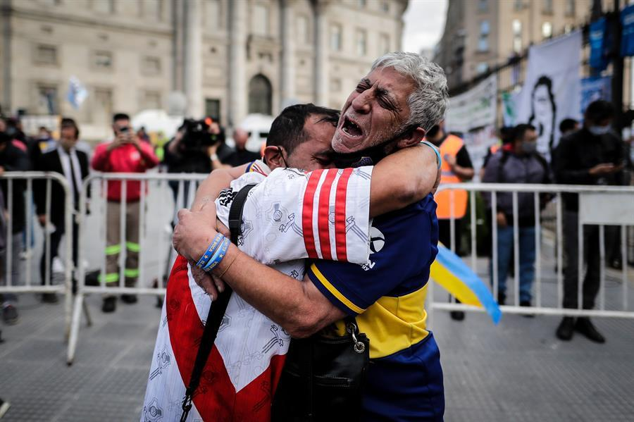 La familia de Maradona pidió que el velatorio público termine temprano