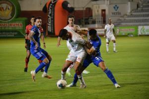 Emelec vence 3-2 a Mushuc Runa en el estadio Bellavista de Ambato