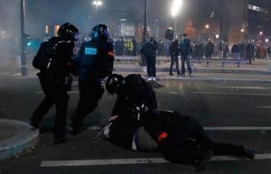 Más de 40 detenidos y de 20 policías heridos durante una protesta en París