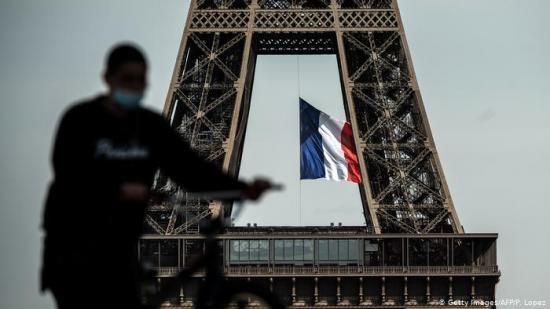 Francia suma 408 muertes por coronavirus y 4.005 casos en un día