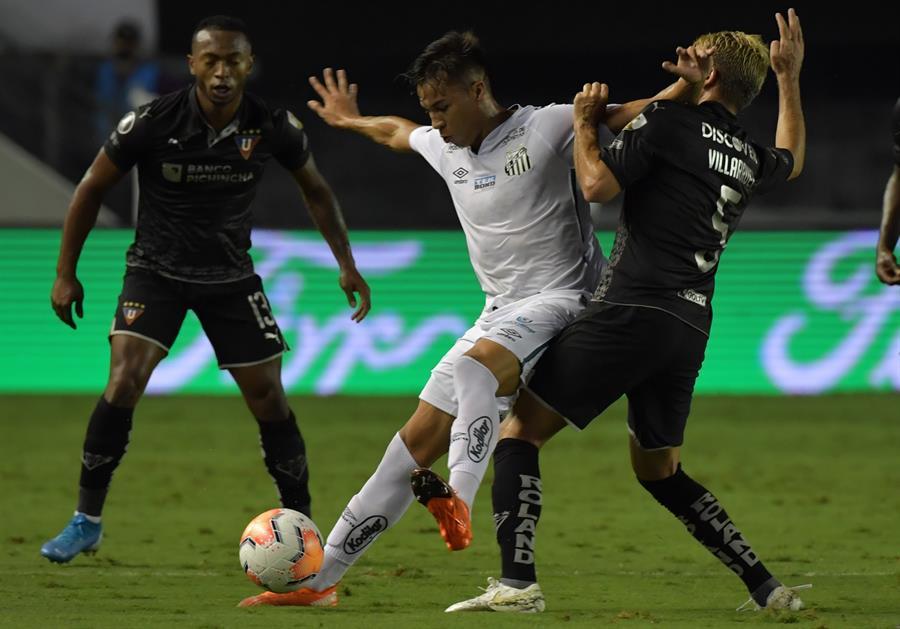 Liga de Quito gana por la mínima diferencia a Santos pero no le alcanza para avanzar a cuartos