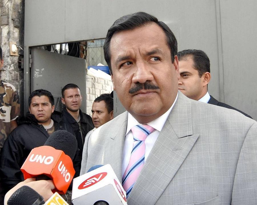 Ordenan prisión preventiva para exministro del Deporte, Raúl Carrión