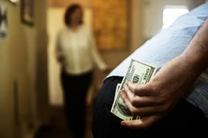 El Carmen: Se le llevan el dinero que sacó del banco