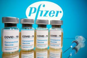 La vacuna de Pfizer se aprobó sin omitir procedimientos, dice regulador
