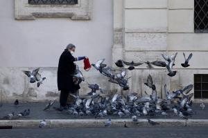 Italia registra 993 fallecidos y aboga por ''evitar una tercera ola'' con las restricciones para Navidad
