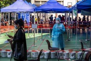 Hong Kong bate nuevo récord de casos y registra otros 130, mientras encara su cuarta ola de covid