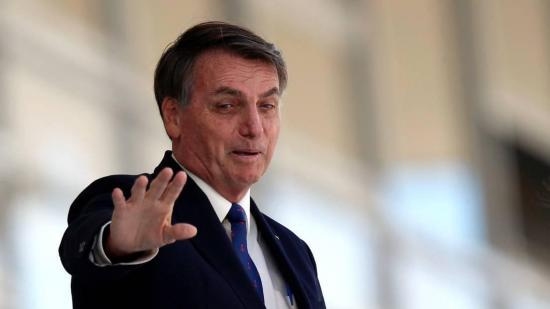 Bolsonaro pide que brasileños no demoren en la ducha